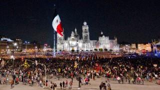 Visitan alrededor de un millón de personas ofrenda monumental en el Zócalo de la CDMX