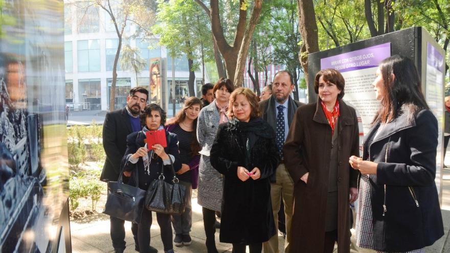 """Exhibe Gobierno CDMX muestra fotográfica """"Reflejos por la reinserción social"""" en Paseo de la Reforma"""