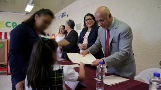 Alumnos del CENDI en Centro Femenil de Santa Martha reciben Mi beca para empezar